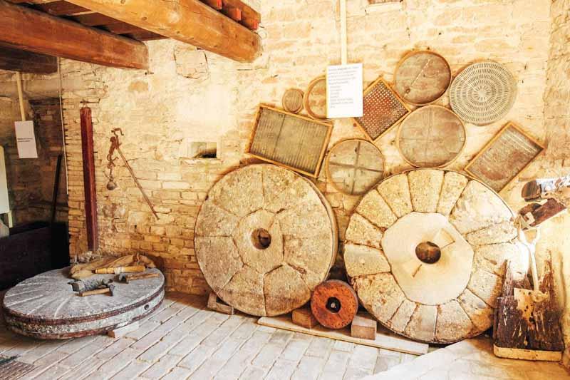 macine in pietra mulino sassoferrato