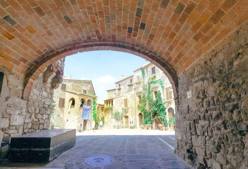 terme di saturnia dintorni borgo di montemerano