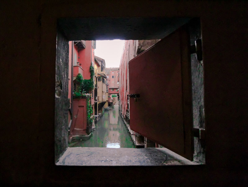 finestra via piella bologna la piccola venezia
