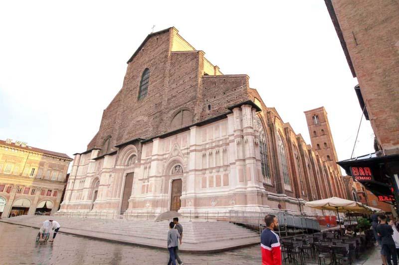 piazza maggiore san petronio bologna
