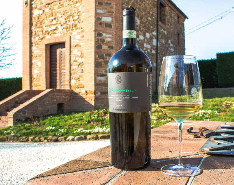 bottigllia di vino cantina marche