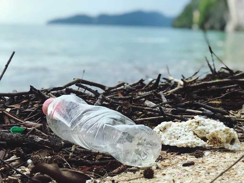 bottiglia di plastica inquinamento