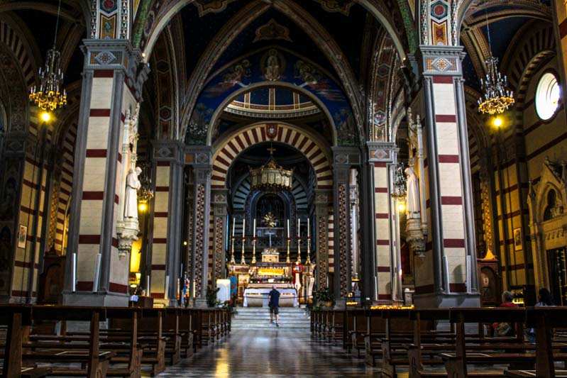 interni colorati basilica santa margherita cortona