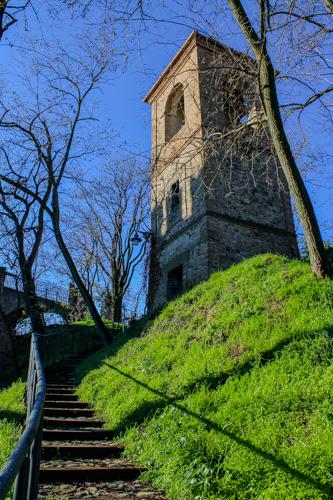 borgo di monteveglio torre campanaria