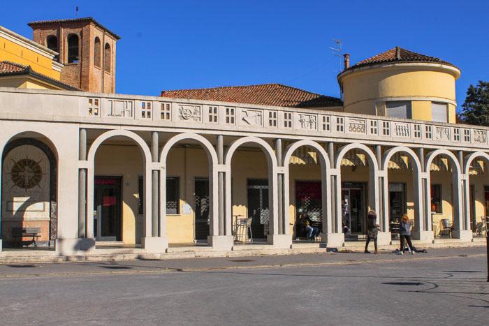 Portici di Piazza Italia a Tresigallo