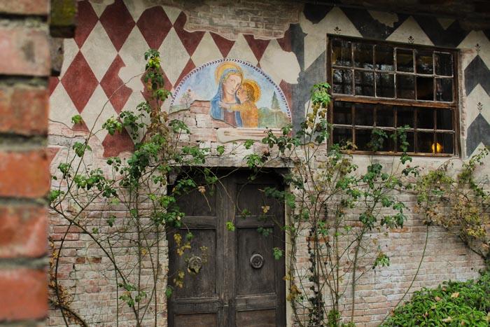 porta e muro dipinti Grazzano Visconti