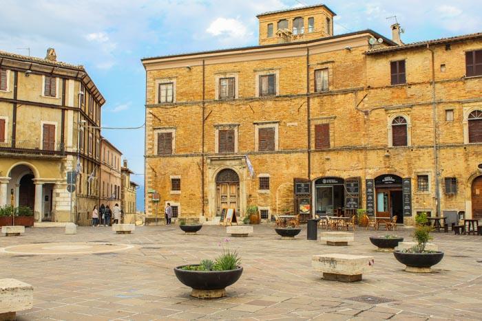 piazza principale di Montefalco