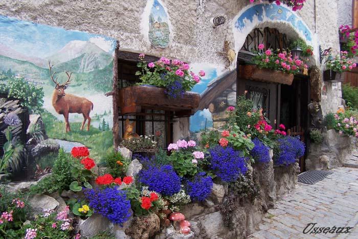 Borgo con murales Piemonte Usseaux