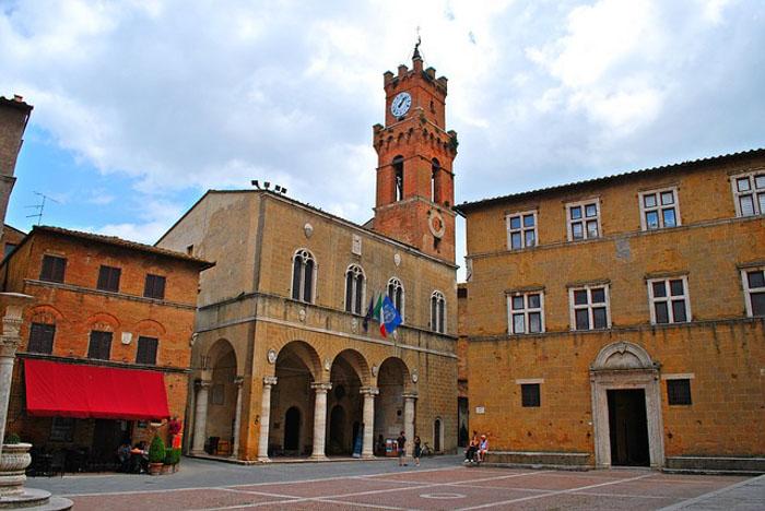 piazza del borgo di pienza