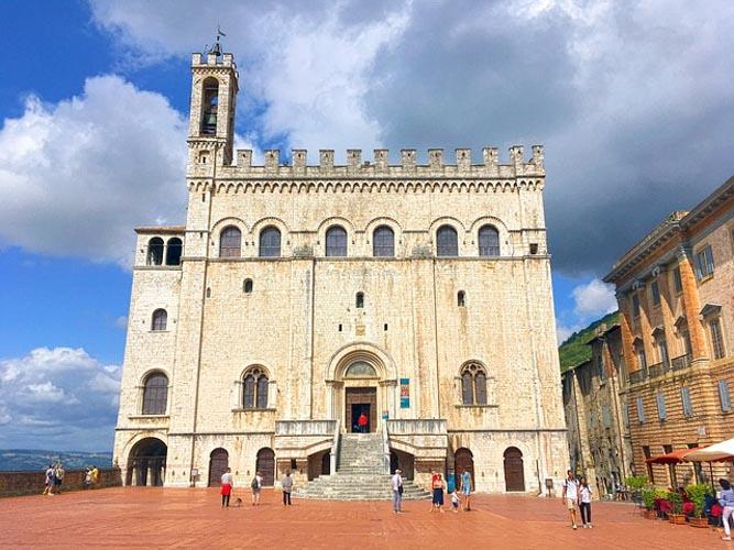 Piazza Grande a Gubbio