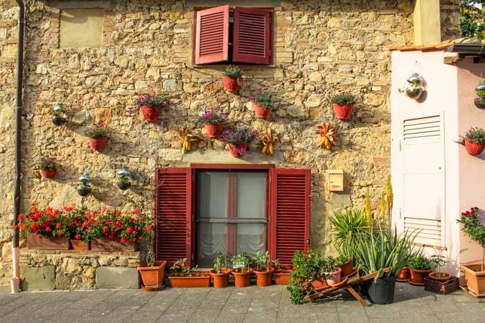 parete casa decorata a magliano in toscana