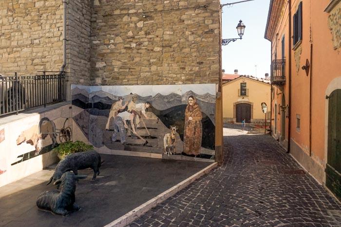 sculture di ferro nel borgo di casalciprano