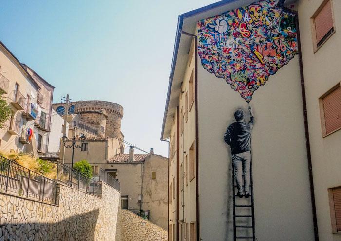 murales colorato di civitacampomarano in molise