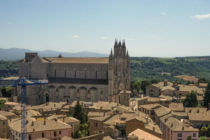 Vista di Orvieto e del duomo dalla Torre del Moro